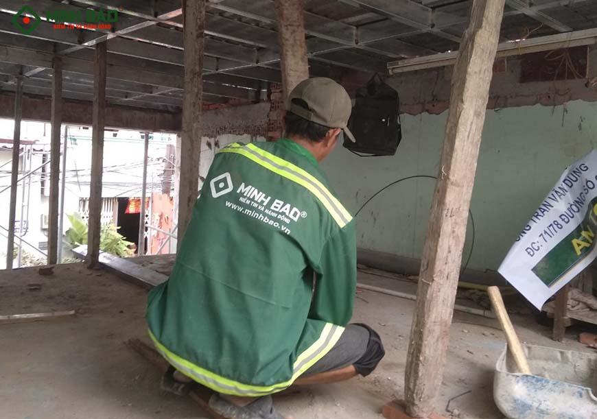 Công nhân Minh Bảo thi công công trình