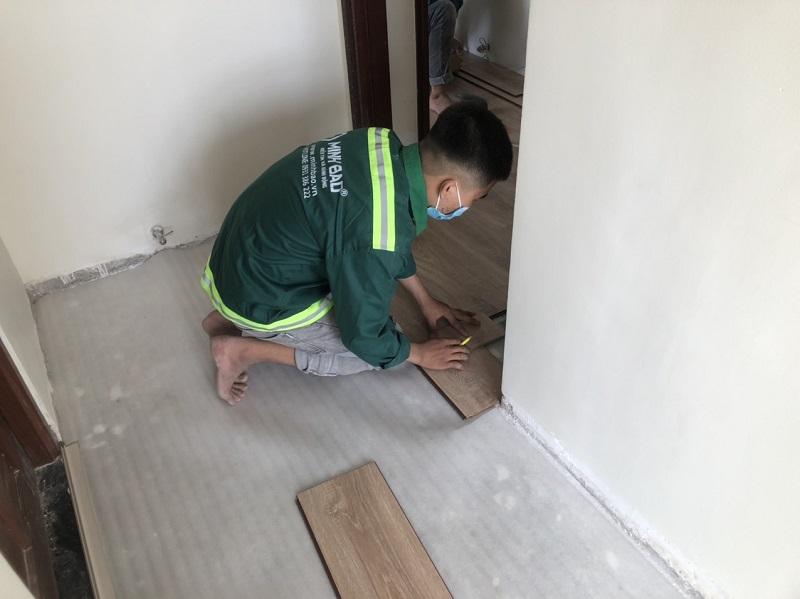 hình ảnh công nhân sửa chung cư