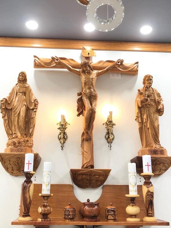 Chất liệu dùng để làm bàn thờ Chúa